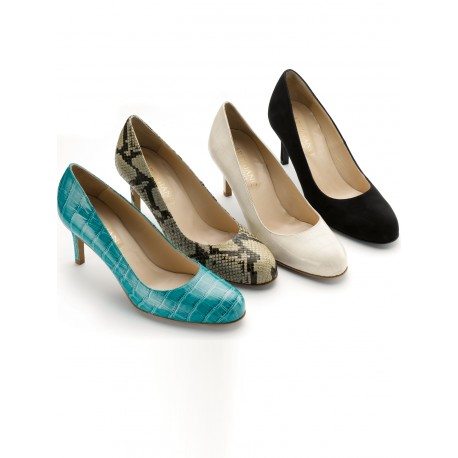 Elegant Leather shoes in stock